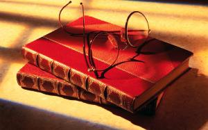 Books_with_glasses